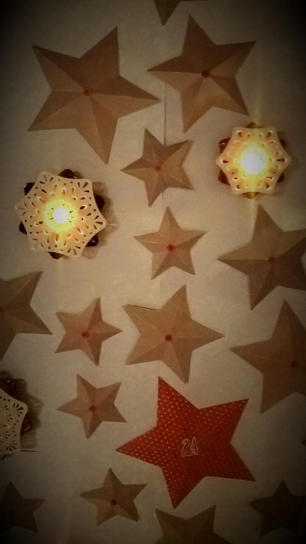 Calendrier de l'Avent étoiles en papier en volume détail 1